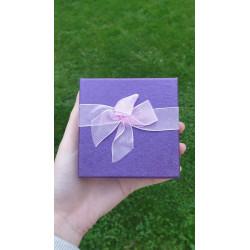 Fialová krabička s mašlí