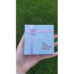 Modrá krabička s mašlí